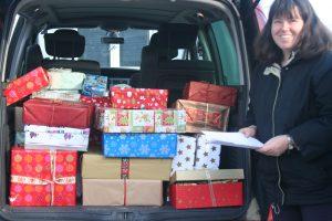 Ein ganzes Auto voller Weihnachtsgeschenke, Foto: Andrea Koch-Widmann